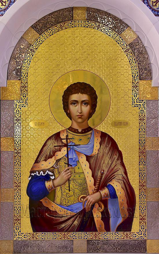 Икона Георгия Победоносца в иконостасе Владимирского собора