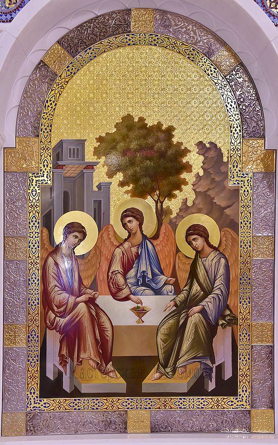 Святая Троица - писанная икона в иконостас на золотом фоне