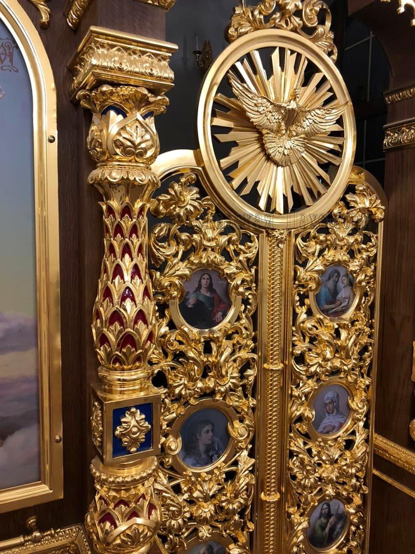 Царские врата иконостаса храма резьба, золочение