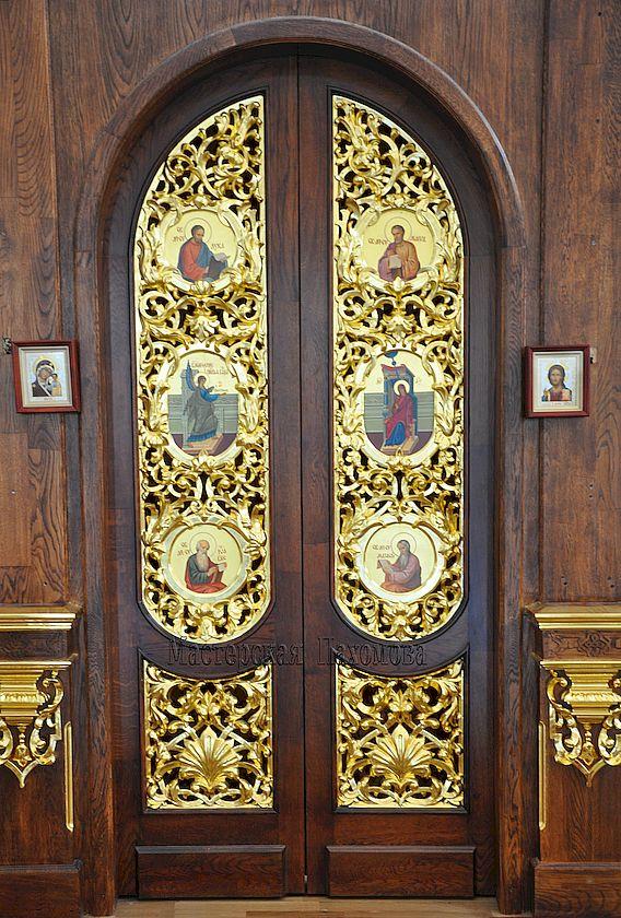 Резные врата иконостаса