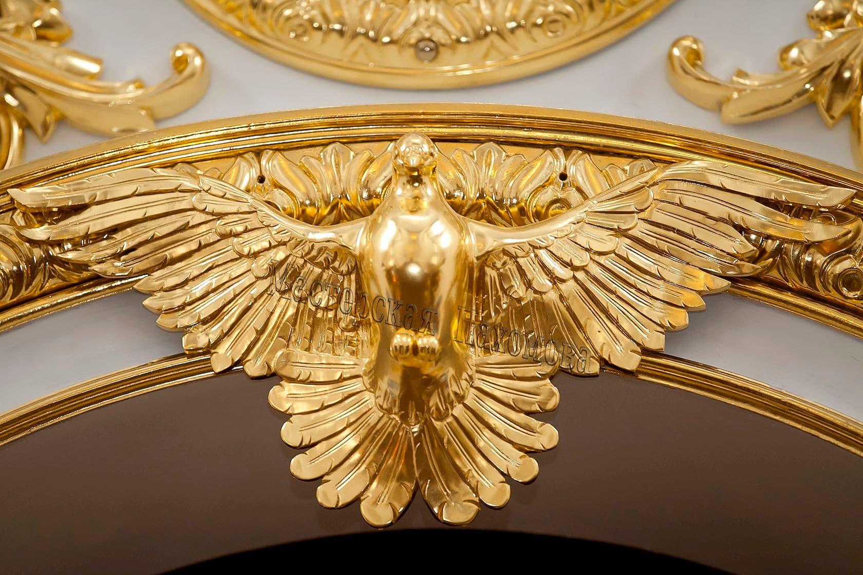 Голубь над царскими вратами, ручная резьба и полное покрытие золотом