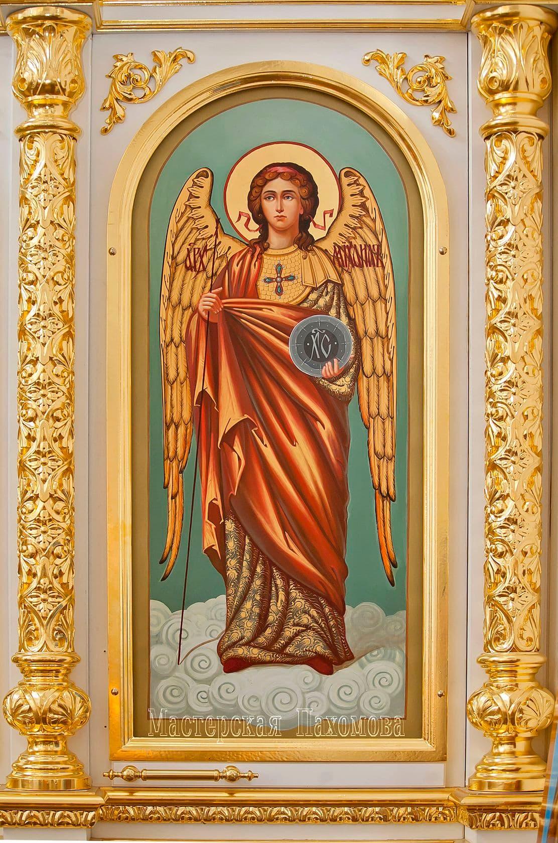 Деревянный иконостас - местный чин, нижний ряд. Объемная резьба, золочение сусальным золотом