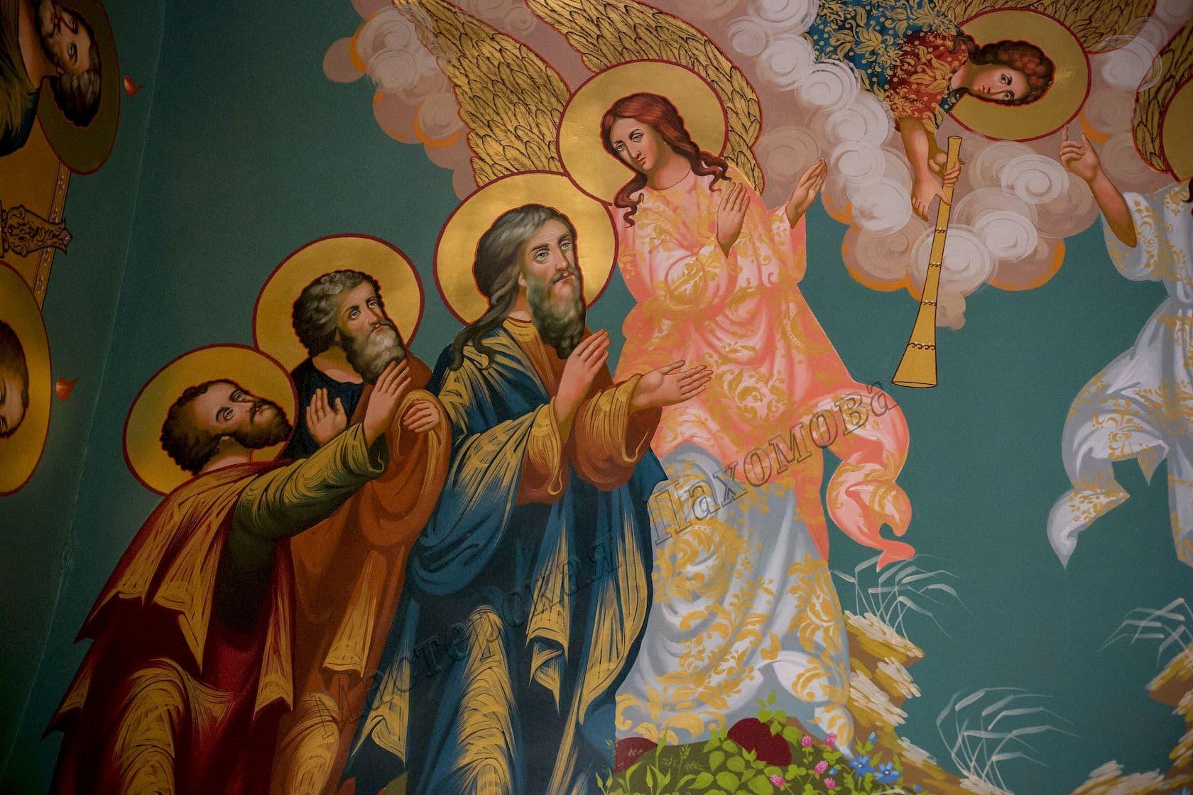 Икона на стене в храме-изображение апостолов и ангелов