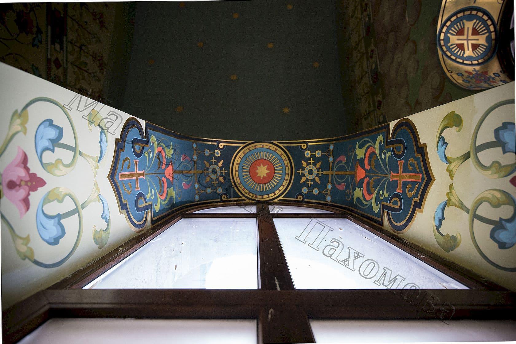 Орнамент на оконном откосе. Роспись храма в ушаковском стиле