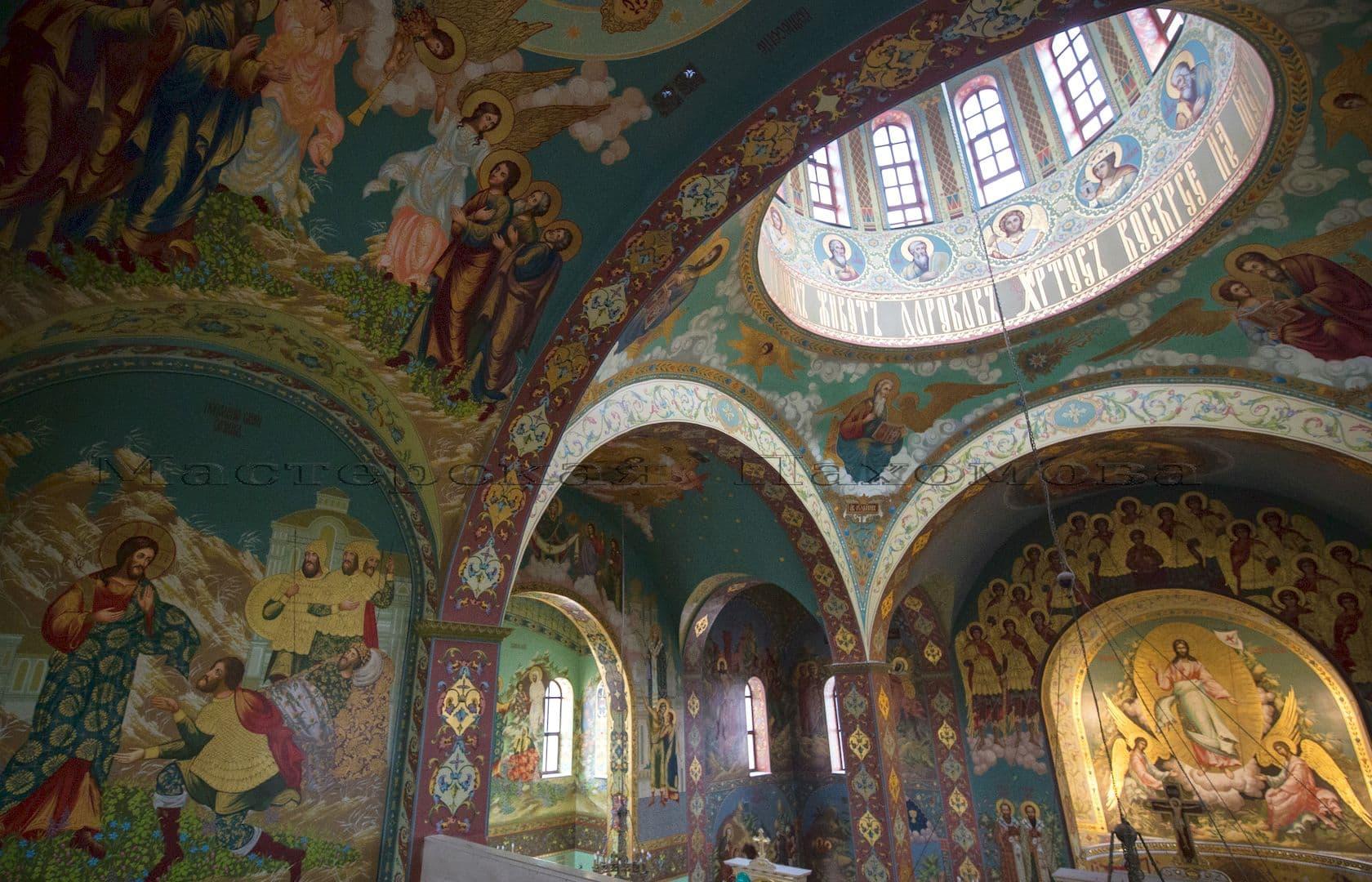 Нашими иконописцами расписаны более 3000 кв.м стен храма в ушаковском стиле