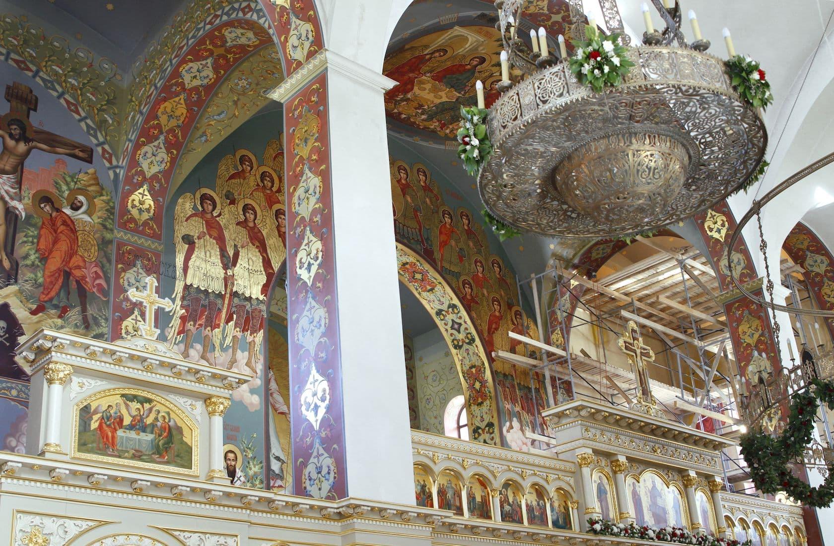 Роспись храмов,иконопись,ручная роспись стен по золоту