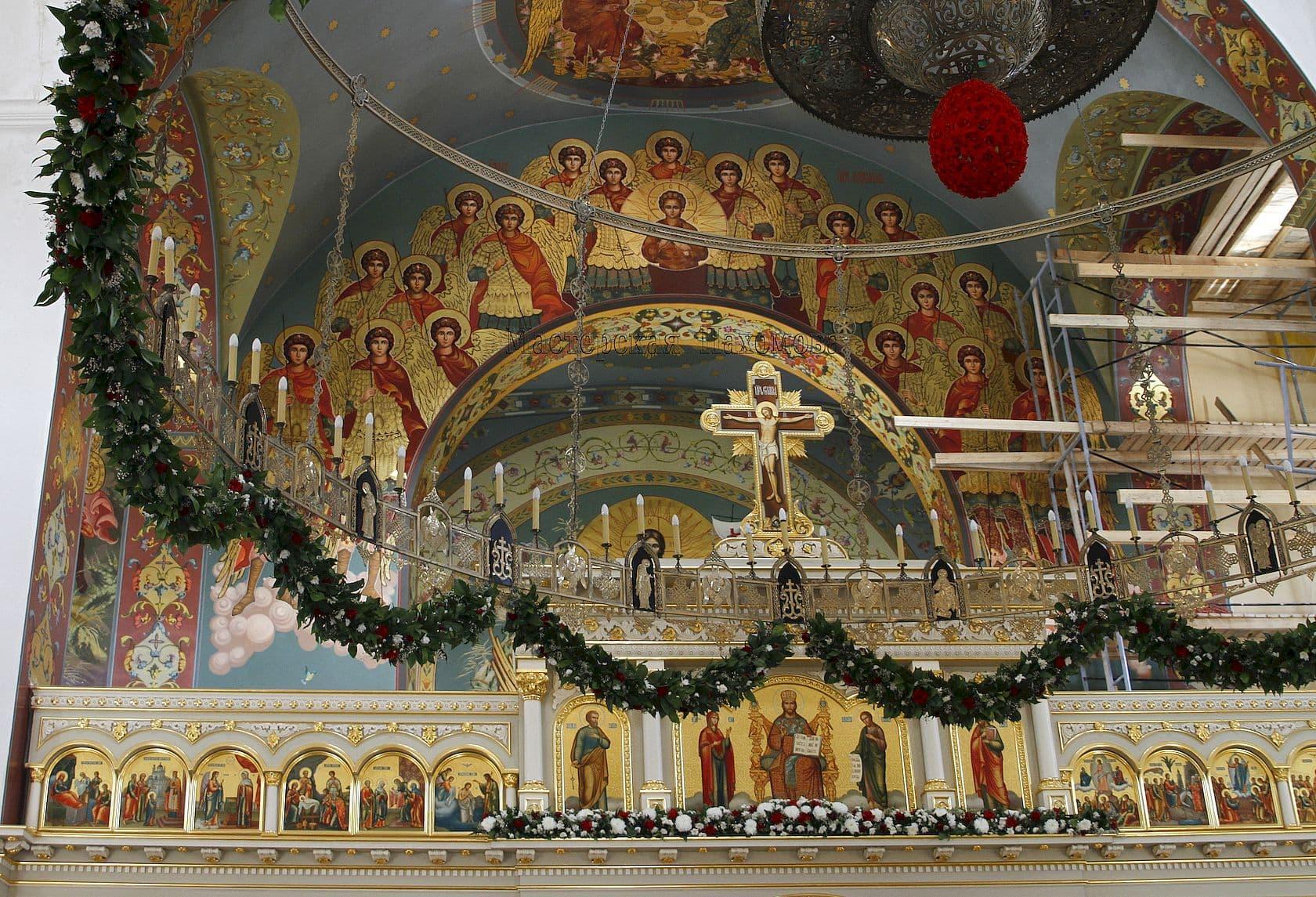 Церковная ручная роспись стен, золочение