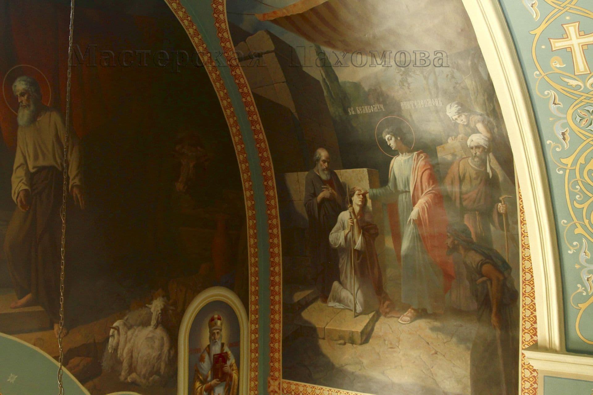 Стены Храма расписали художники-иконописцы с опытом работ более 20 лет!