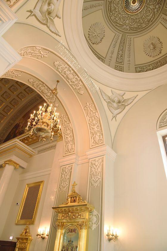 Авторская роспись храма альфрейной живописью. Роспись свода малого купола альфрейными орнаментами