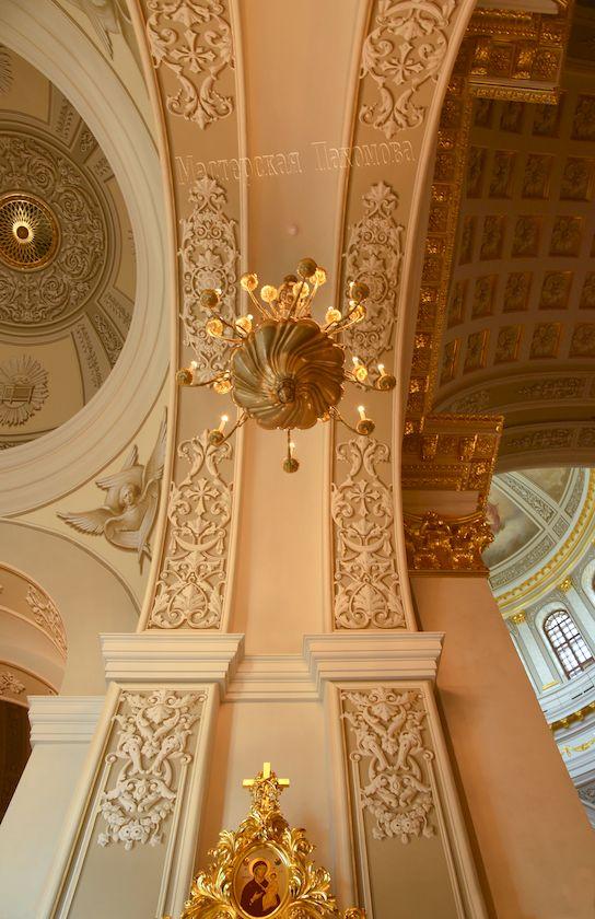 Альфрейные росписи стен храма выполнила Мастерская Вячеслава Пахомова
