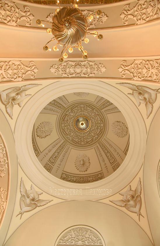 Мастера альфрейной живописи расписали малый купол собора Казанской иконы Божией Матери
