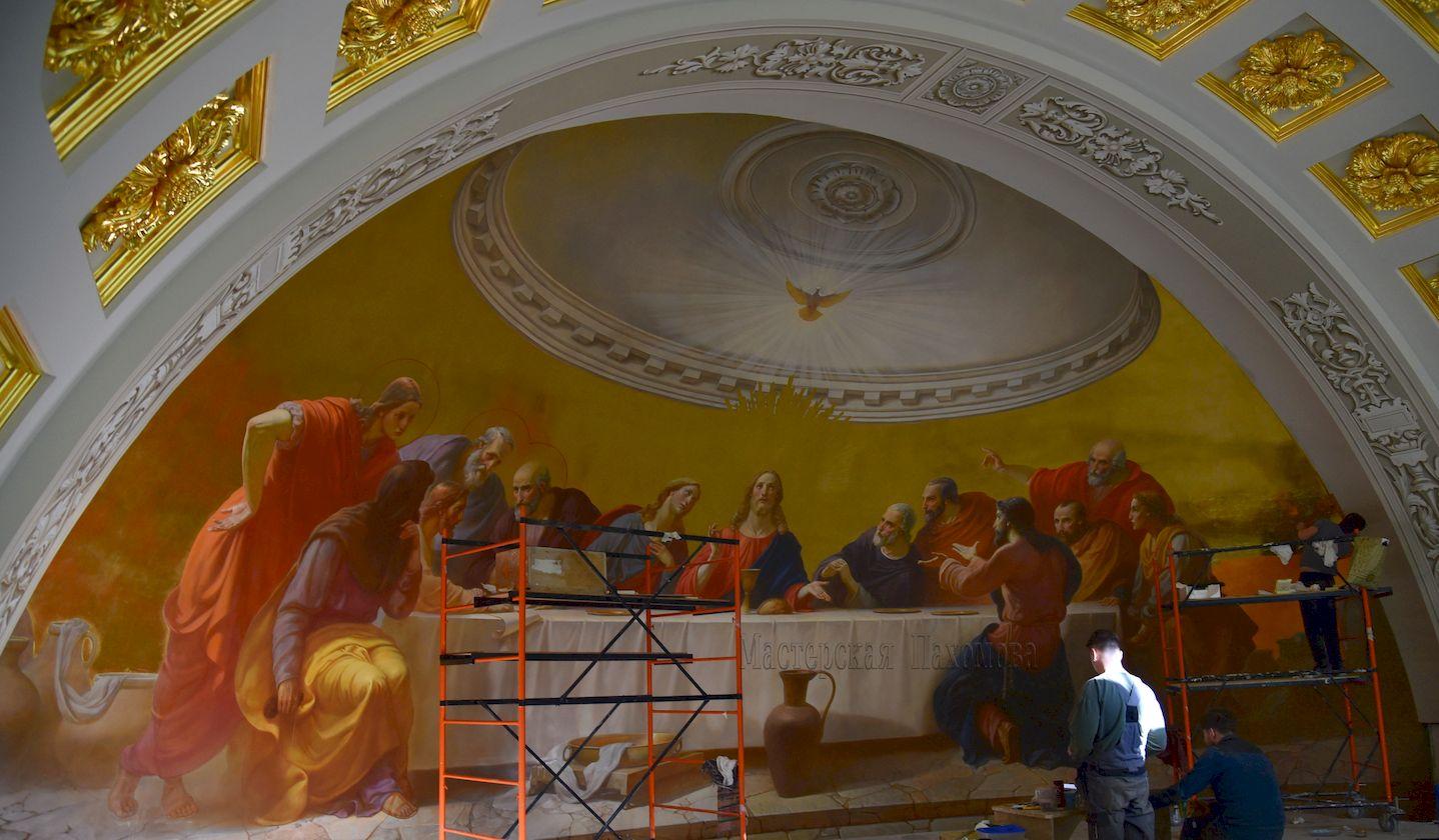 Над воссозданием живописи храма работали художники Мастерской Вячеслава Пахомова