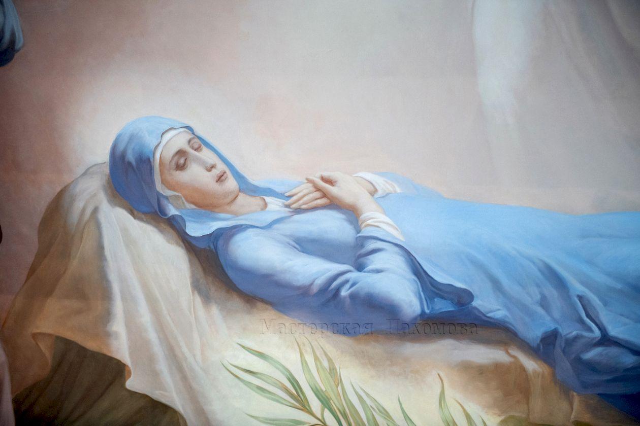 Успение Пресвятой Богородицы - роспись люнета храма