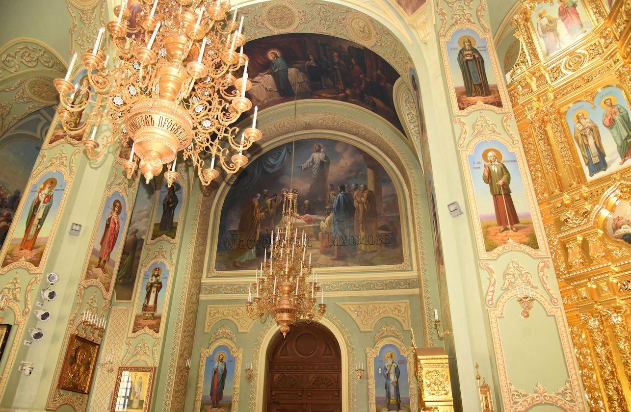 Внутреннее убранство собора. Успение Пресвятой Богородицы. Академическая роспись