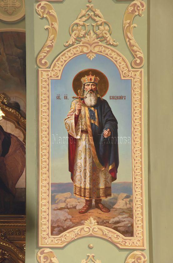 Стены кафедрального сбора украшены иконами и настенной живописью. Св. князь Владимир